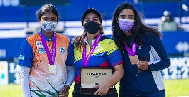 Becerra le da a México su tercera medalla mundialista